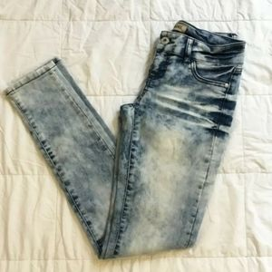 Very soft, MID RISE SKINNY JEANS!!
